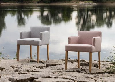 Fauteuil Sits Linn tissus Caleido Grey beigge et Caleido powder pink