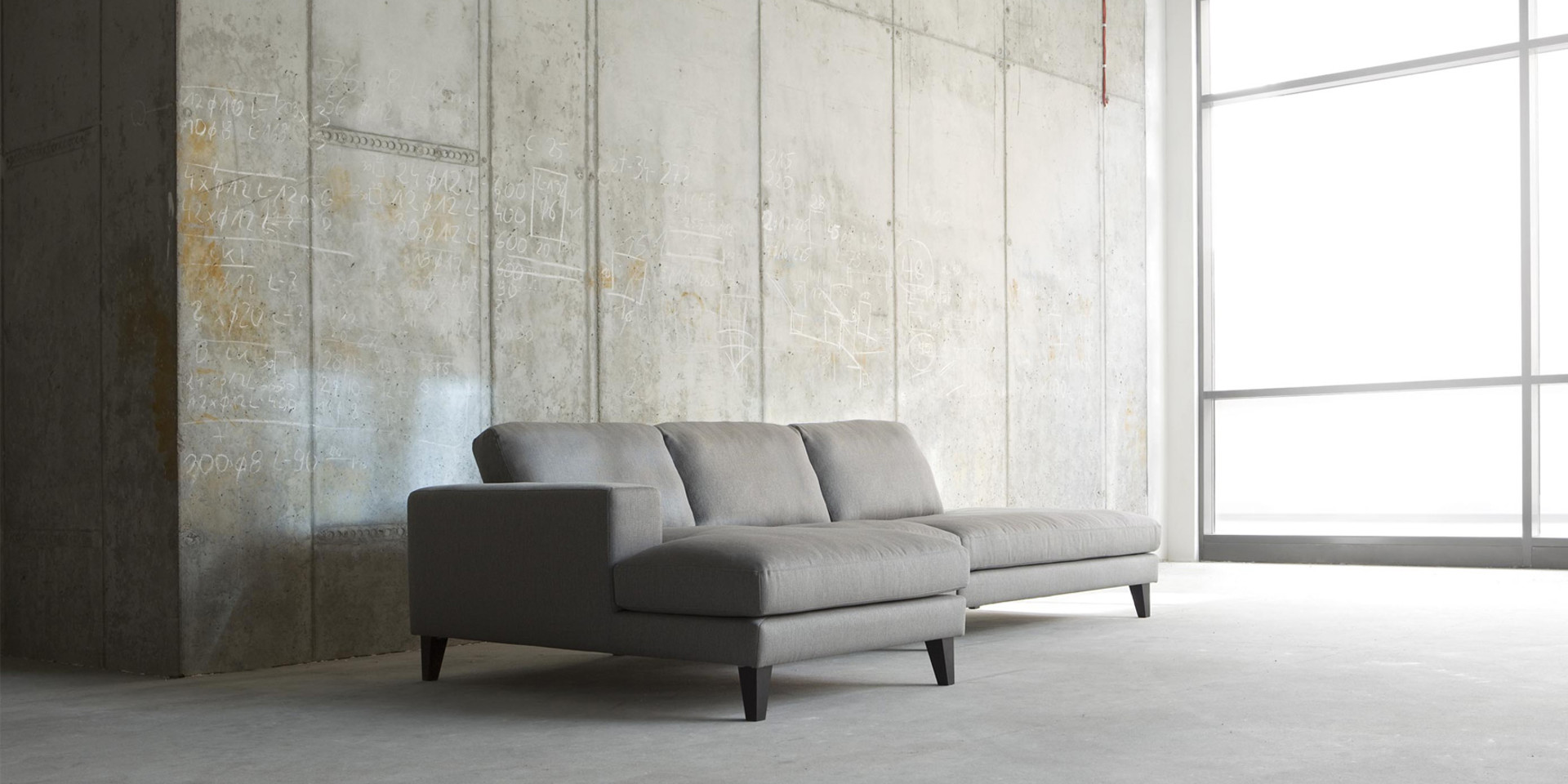 PASSION_arrangement_chaiselongue71left_armchair71_benchright_brallo4_grey_6