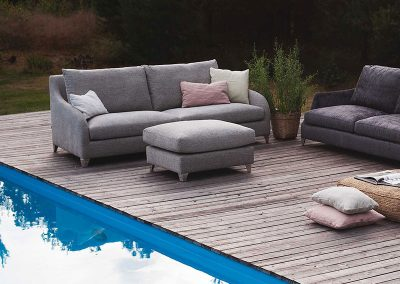 Canapé Sits Rose 4 places tissus Messina dark grey et canapé Sits Lily 3 places et pouf tissus Divine light grey