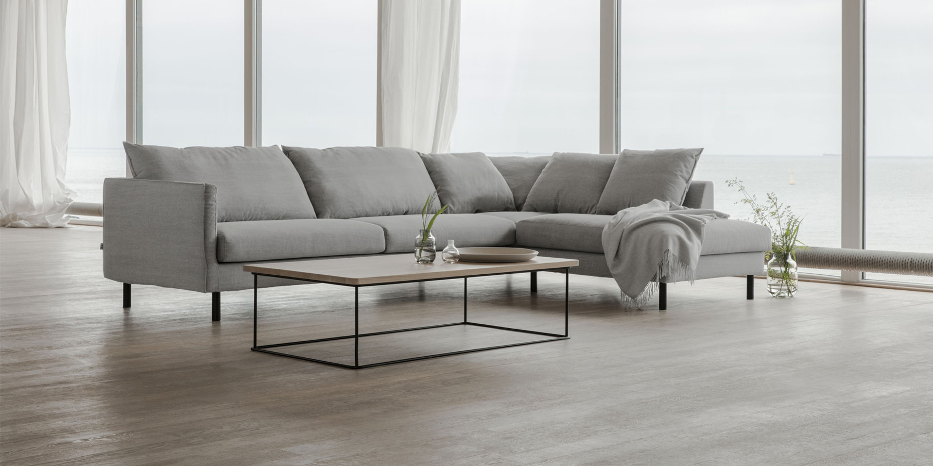BIANCA_arrangement_set2_big_small_cushions_kiss4_light_grey_3