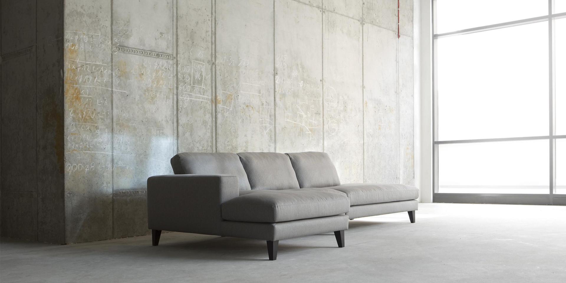 PASSION_arrangement_chaiselongue71left_armchair71_benchright_brallo4_grey_6